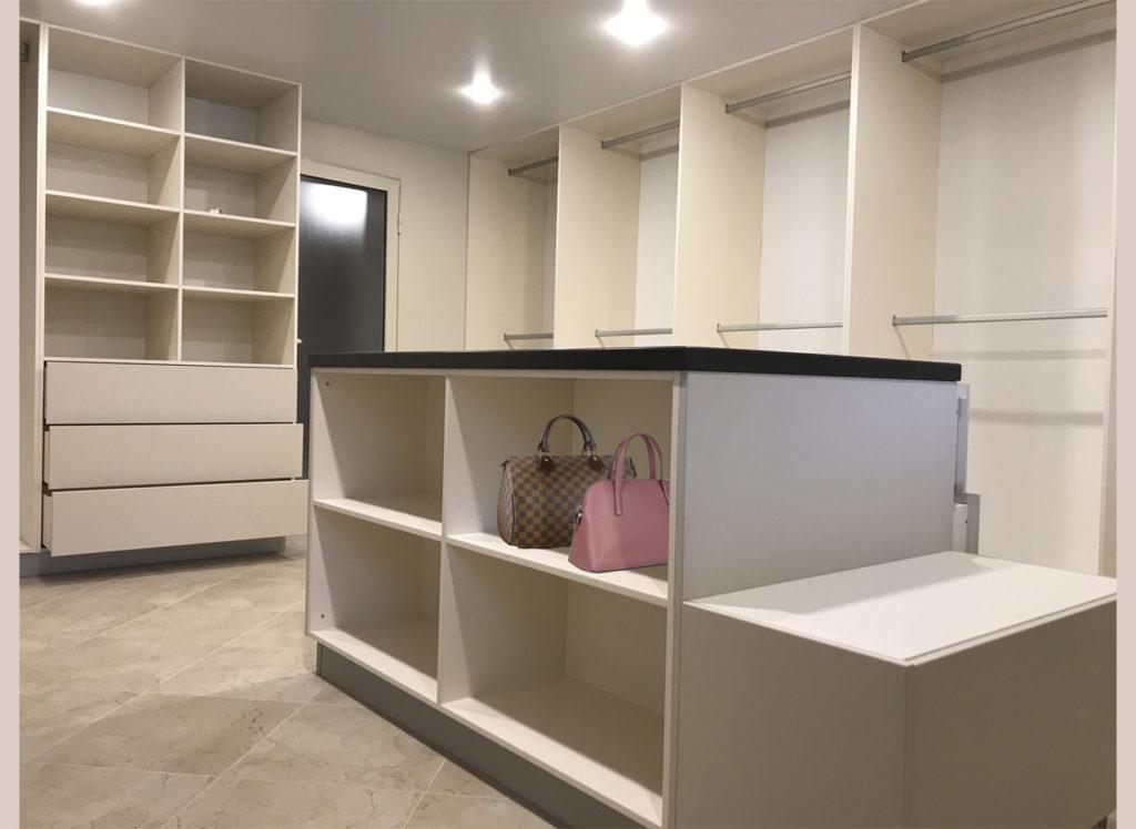 Если вы обладатель отдельного помещения для гардеробной – вы счастливчик наполовину! А вторая?