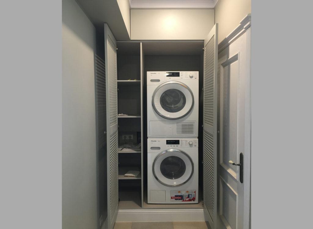 Небольшая ванная комната и не влезает стиральная машинка? А в мечтах еще и сушильная... Выход есть!
